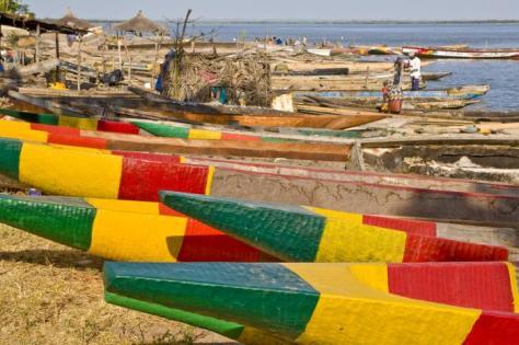 Senegal Colourful canoes_20090428101238