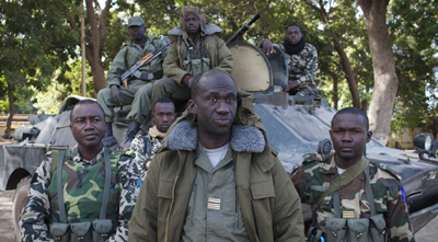 Malian soldiers speak to journalists in Niono