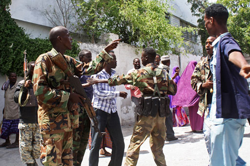 Police beat journalists attending court case in Mogadishu